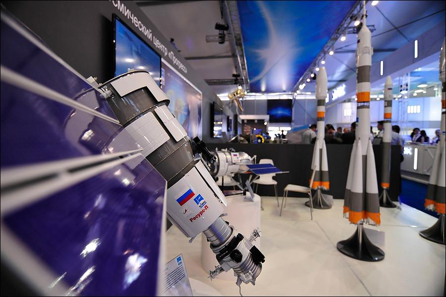 """фото ЗакС политика """"Роскосмосу"""" выделили 126 млн рублей на подготовку и отбор будущих космонавтов"""