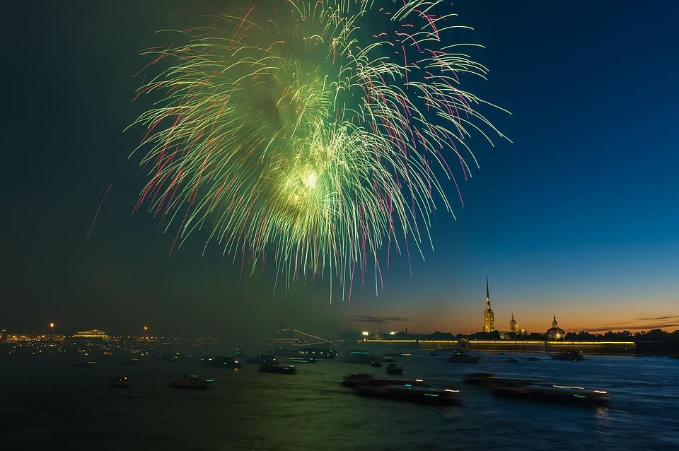 фото ЗакС политика Сотни залпов праздничного салюта прогремят в честь дня ВМФ