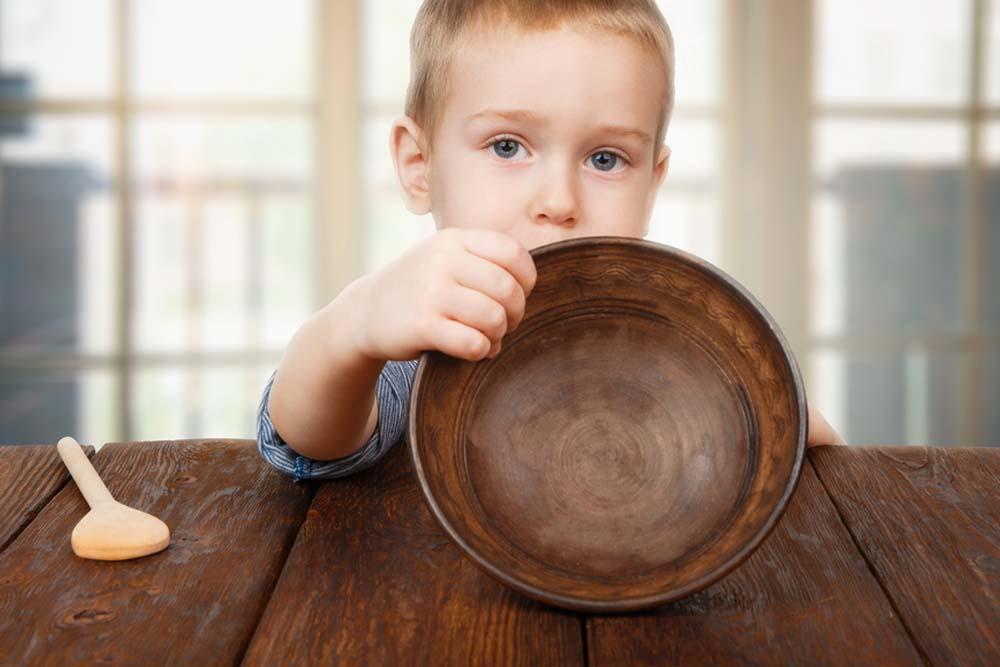 фото ЗакС политика Росстат: Каждая шестая российская семья недоедает