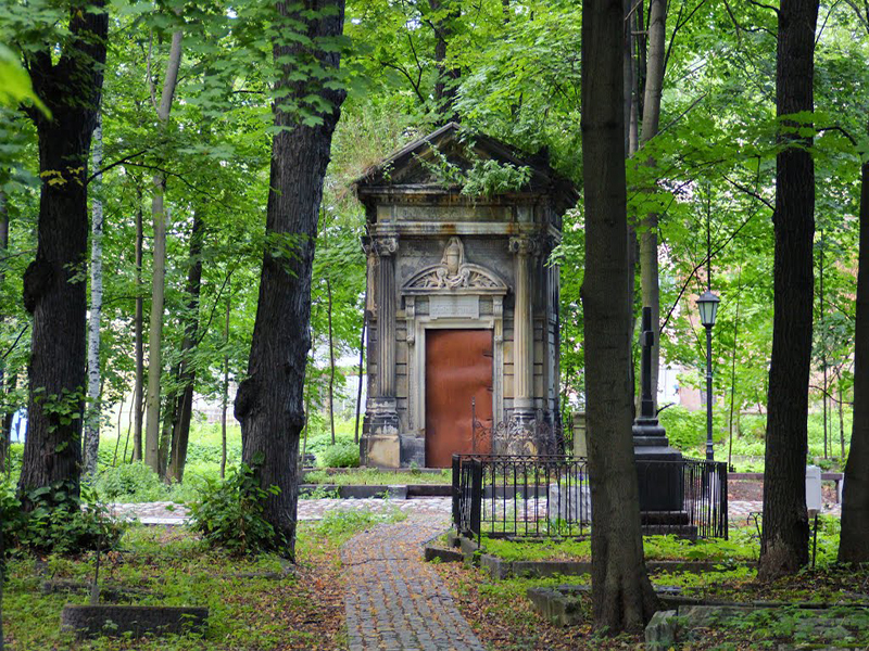 """фото ЗакС политика """"Похороны"""" политиков на Смоленском кладбище обернулись делом об """"осквернении мест захоронений"""""""