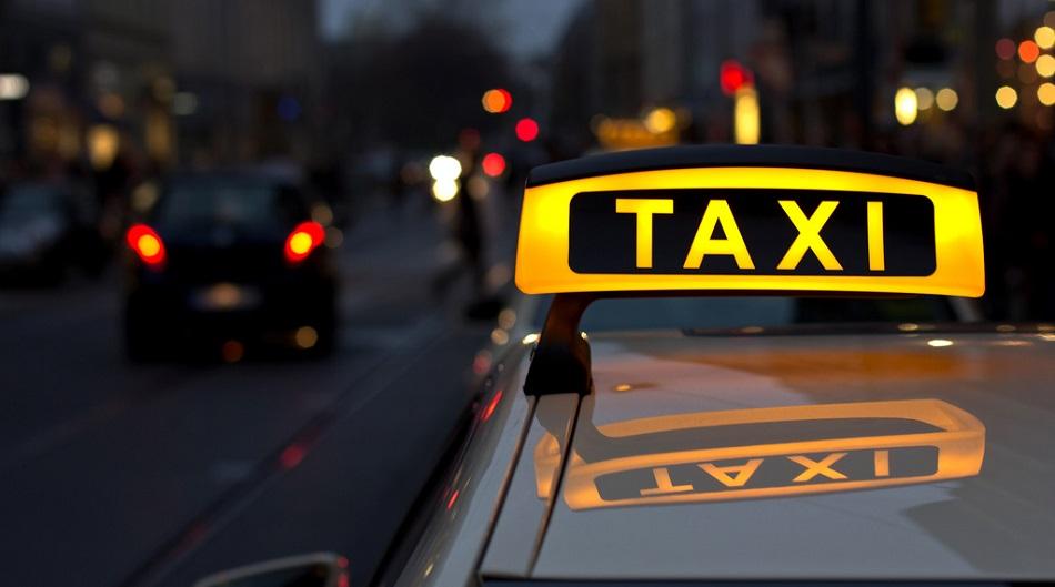 фото ЗакС политика Таксомоторная компания тоже хочет засудить столичных оппозиционеров
