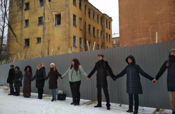 На Тележной улице, 21-29, начали сносить исторические флигели