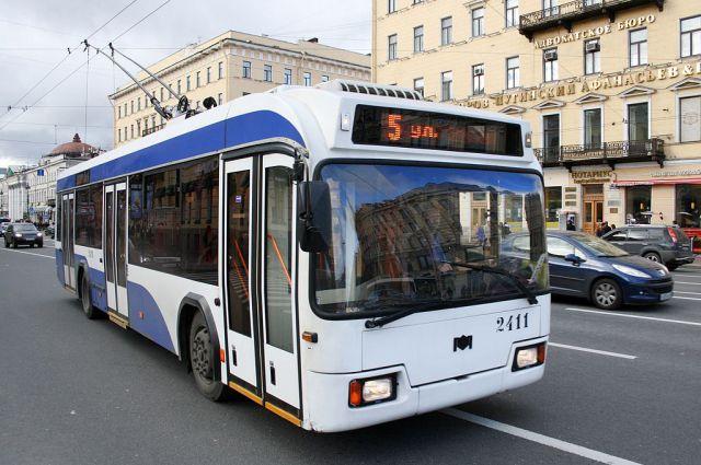 фото ЗакС политика В 2020 году с общественного транспорта Петербурга исчезнет реклама