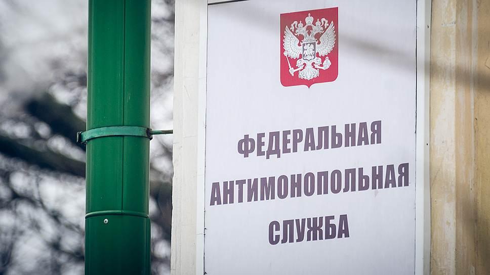 фото ЗакС политика Недобросовестный бизнесмен оставил ЗакС Ленобласти без флагов и гербов