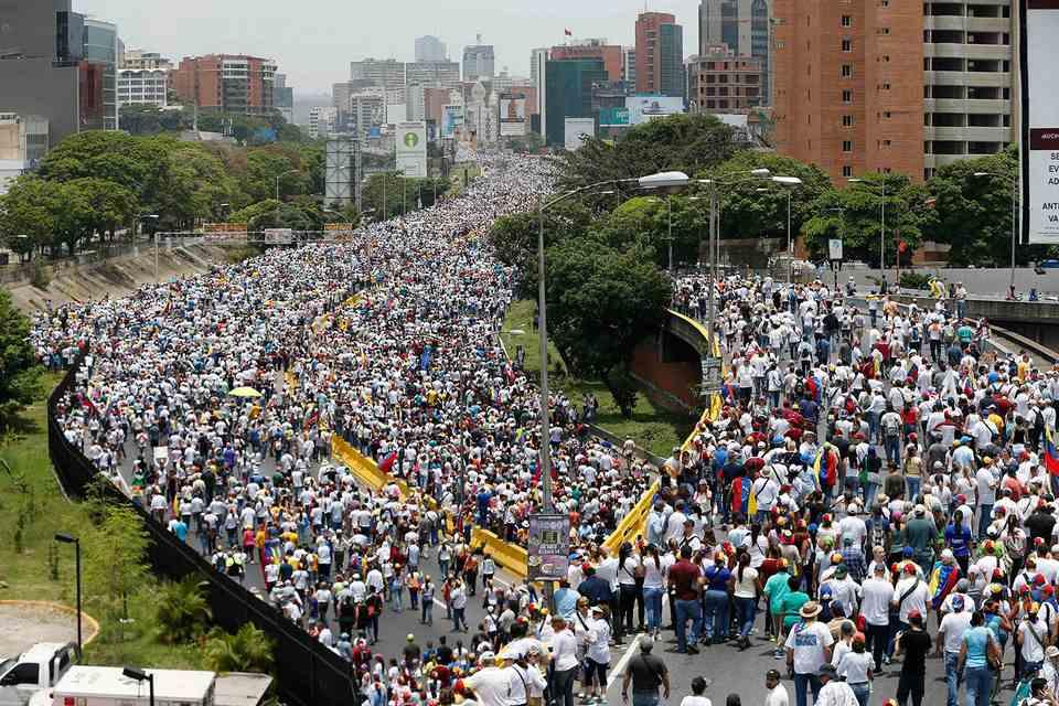 """фото ЗакС политика Более 30 млрд долларов """"по приказу Трампа"""" исчезли с госсчетов Венесуэлы"""