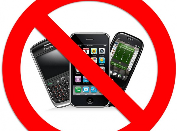 фото ЗакС политика Сотрудникам банков запретят пользоваться смартфонами на рабочем месте