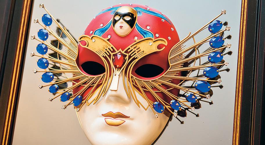 """фото ЗакС политика Активистку Pussy Riot задержали по пути на церемонию вручения """"Золотой маски"""""""