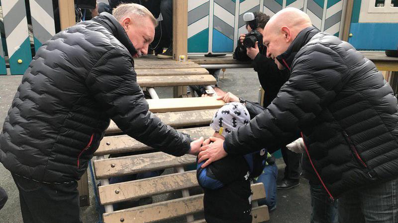 фото ЗакС политика Беглов прибрался в рамках субботника и спел романс с Василием Герелло