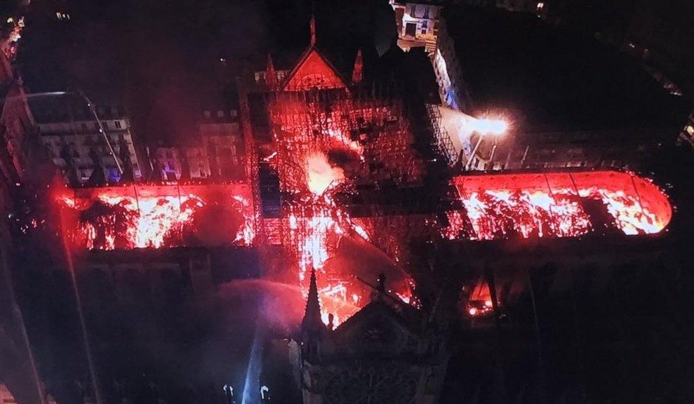 фото ЗакС политика Путин выразил соболезнования в связи с пожаром в Нотр-Дам-де-Пари