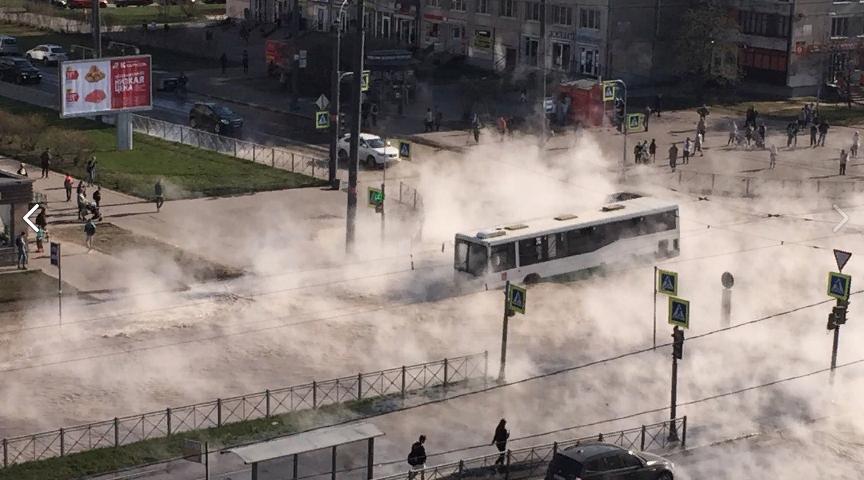 фото ЗакС политика Депутат ГД Романов просит Генпрокуратуру и СК проверить прорыв трубы на улице Димитрова
