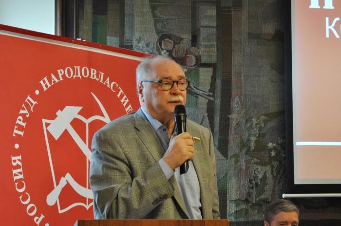 фото ЗакС политика Бортко призвал коммунистов объединяться с КПРФ