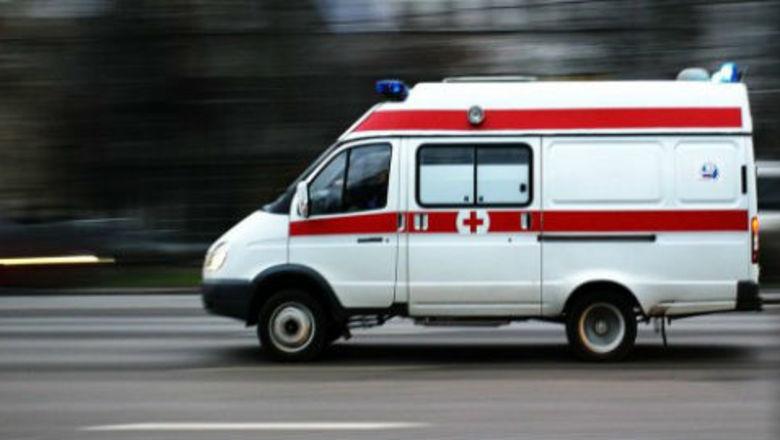 фото ЗакС политика Бастующих в Окуловке врачей заперли на станции скорой помощи во время визита Минздрава