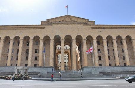 фото ЗакС политика Выступление депутата ГД РФ с места спикера парламента Грузии привело к протестам в Тбилиси