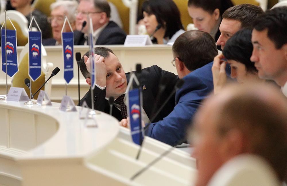 """Единороссы ЗакСа предложили штрафовать на 500 тысяч рублей за """"скручивание"""" автопробега"""