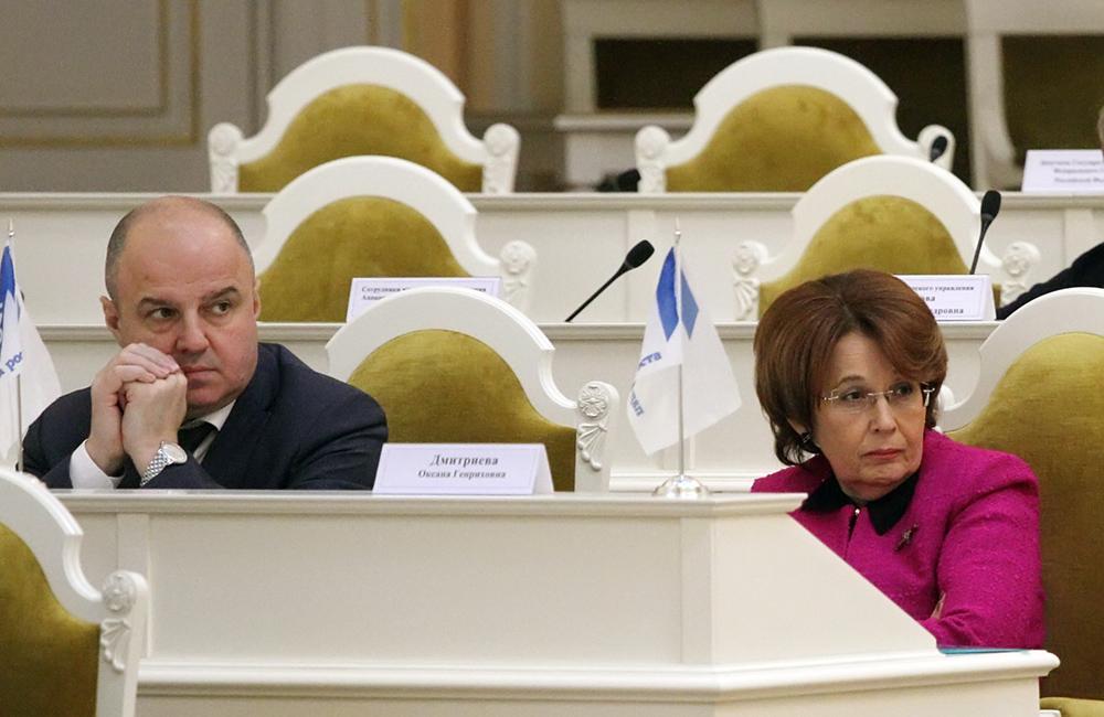 фото ЗакС политика Дмитриева: Работников жизненно важных отраслей нужно перевести на казарменное положение