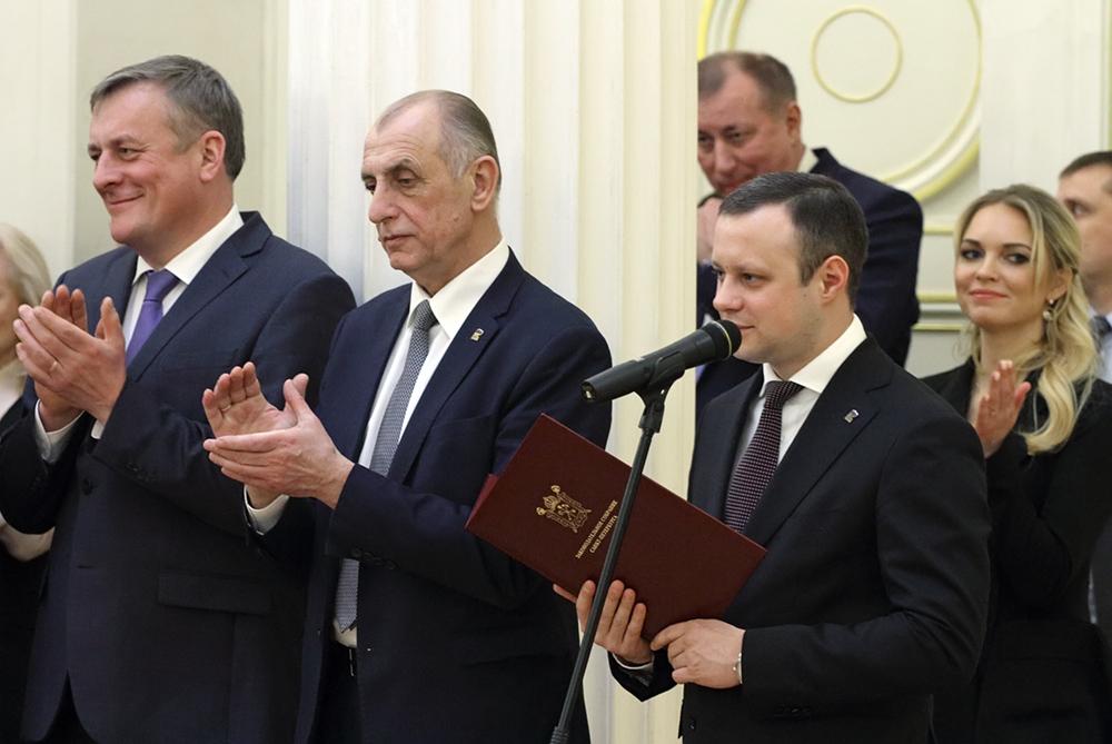 фото ЗакС политика Петербургские компании с инвалидами и предпенсионерами могут получить налоговые льготы