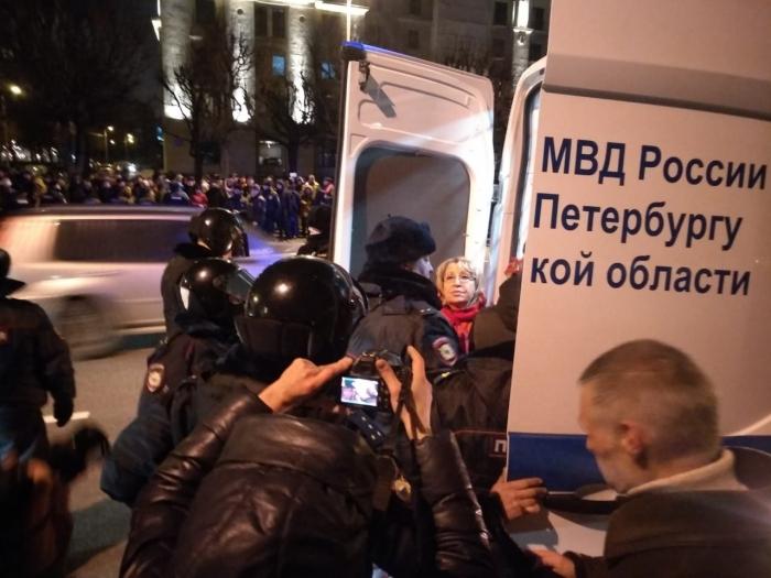 КПРФ планирует обратиться к петербургскому омбудсмену из-за задержаний 7 ноября