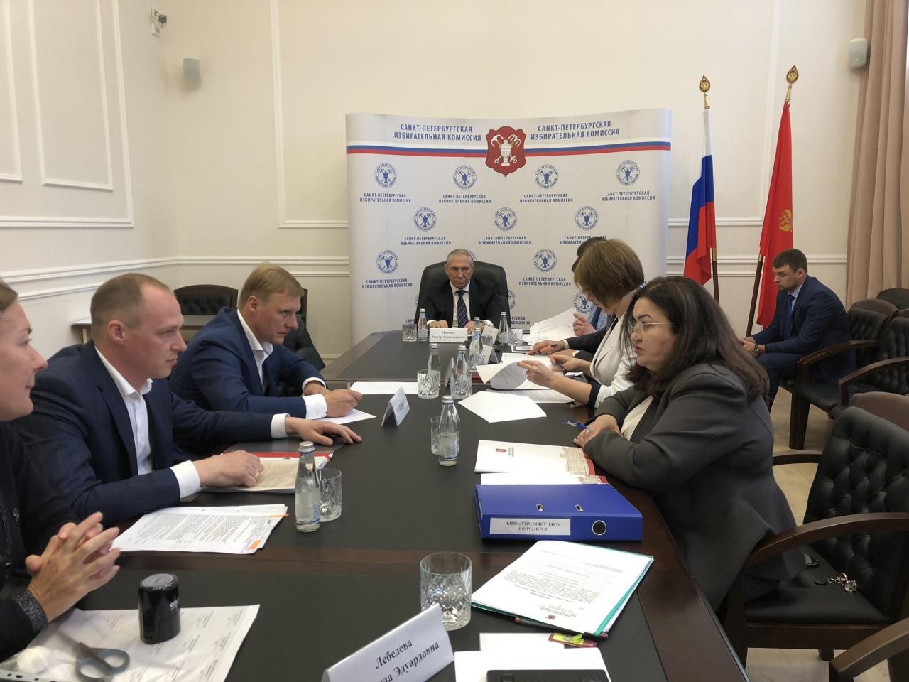 фото ЗакС политика Капитанов сдал подписи муниципальных депутатов в Горизбирком