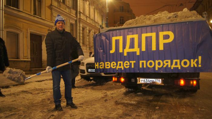 фото ЗакС политика Жириновский заявил об исключении Капитанова из ЛДПР в конце июня