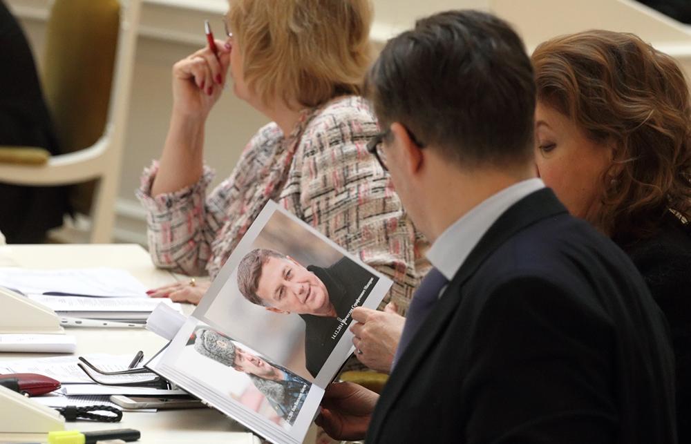 фото ЗакС политика Петербургский парламент будет читать журналы Elle и Burda