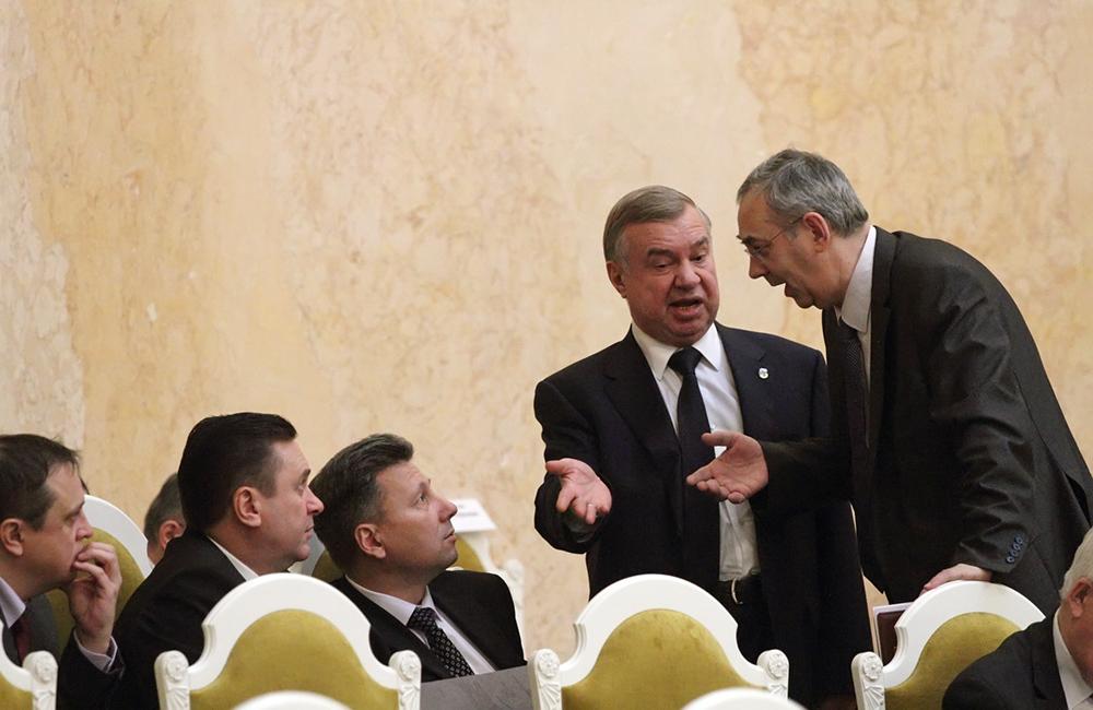 фото ЗакС политика Депутаты не согласились с позицией Беглова по льготным дачам для тружеников тыла