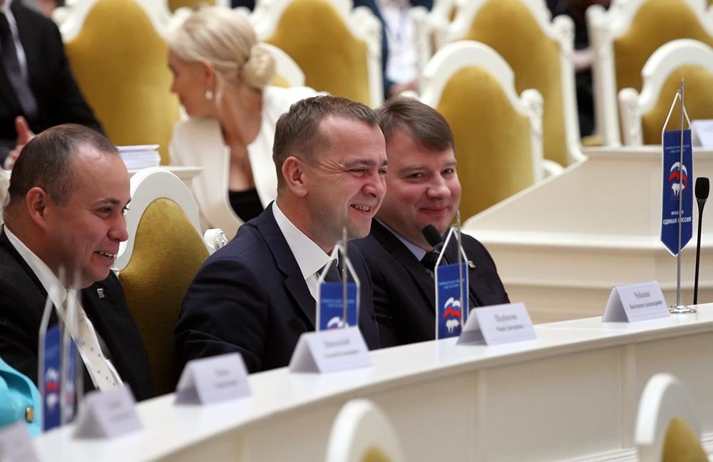 фото ЗакС политика Петербургские чиновники будут принимать пожилых горожан вне очереди