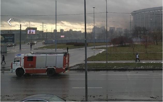 фото ЗакС политика Пожарные тушили горевший мусор на территории СКК