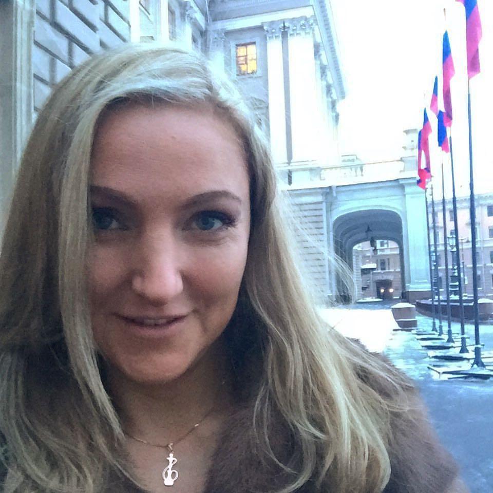 """фото ЗакС политика """"Всех не запретишь"""": Представительница кальянного бизнеса выступила в ЗакСе"""