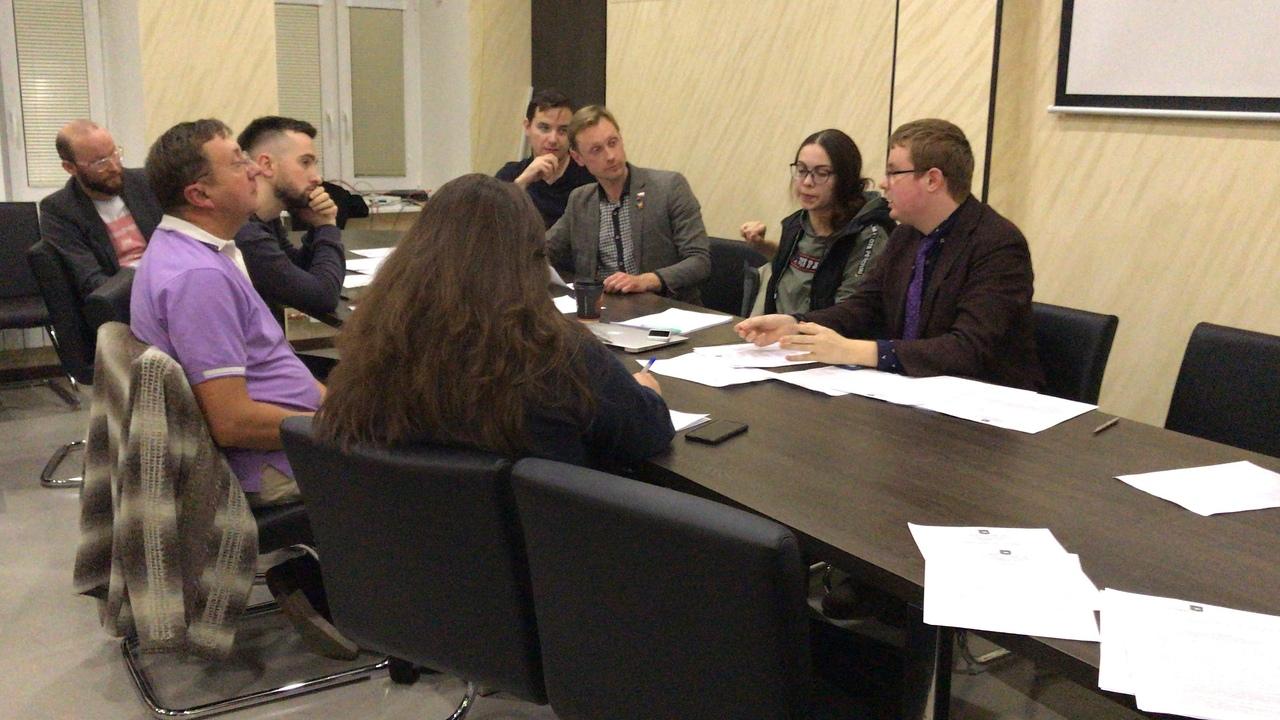 фото ЗакС политика «Яблочники» Литейного округа упрекнули единороссов в остановке бюджетного процесса