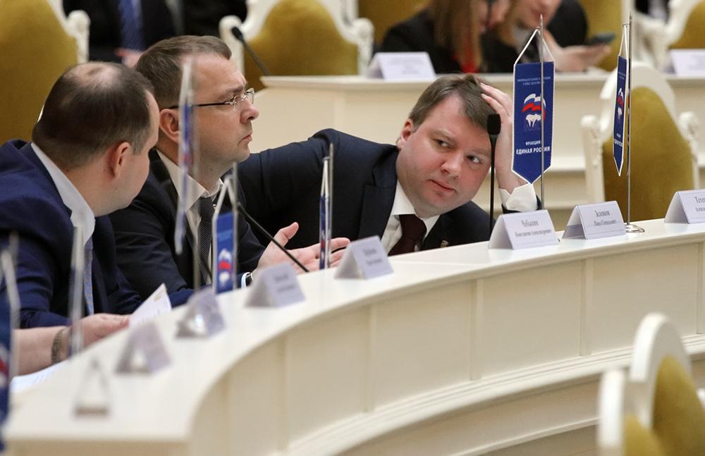 фото ЗакС политика Депутаты ЗакСа отменили три пленарных заседания