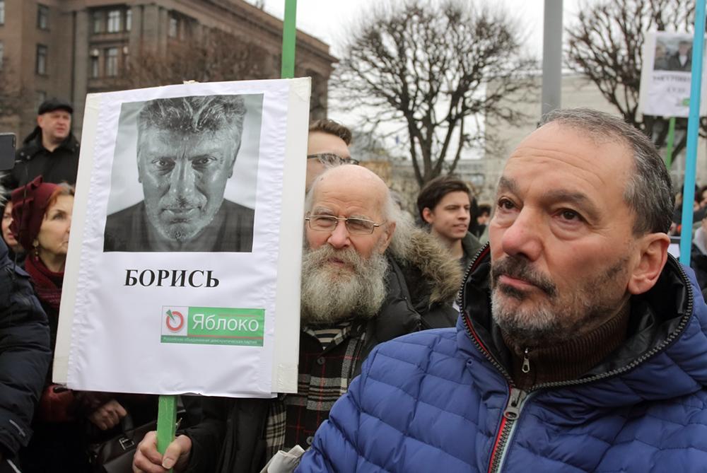 фото ЗакС политика Сотня петербургских мундепов просит Беглова согласовать марш Немцова