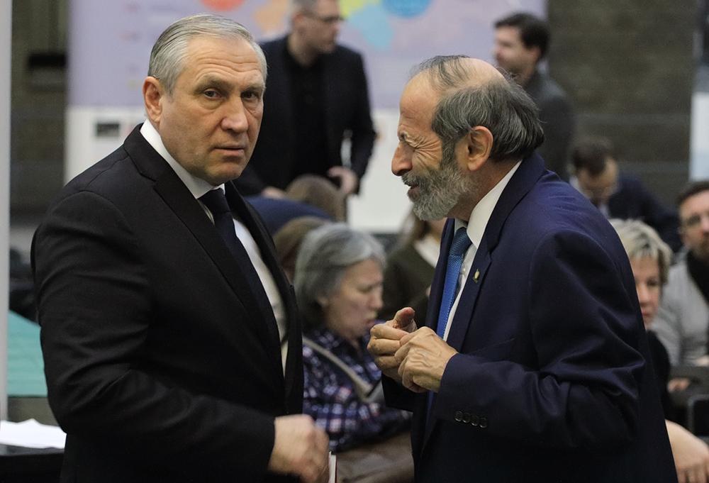 фото ЗакС политика Вишневский обратился в ГИК из-за информации о «прикреплении» бюджетников к поликлиникам Центрального района