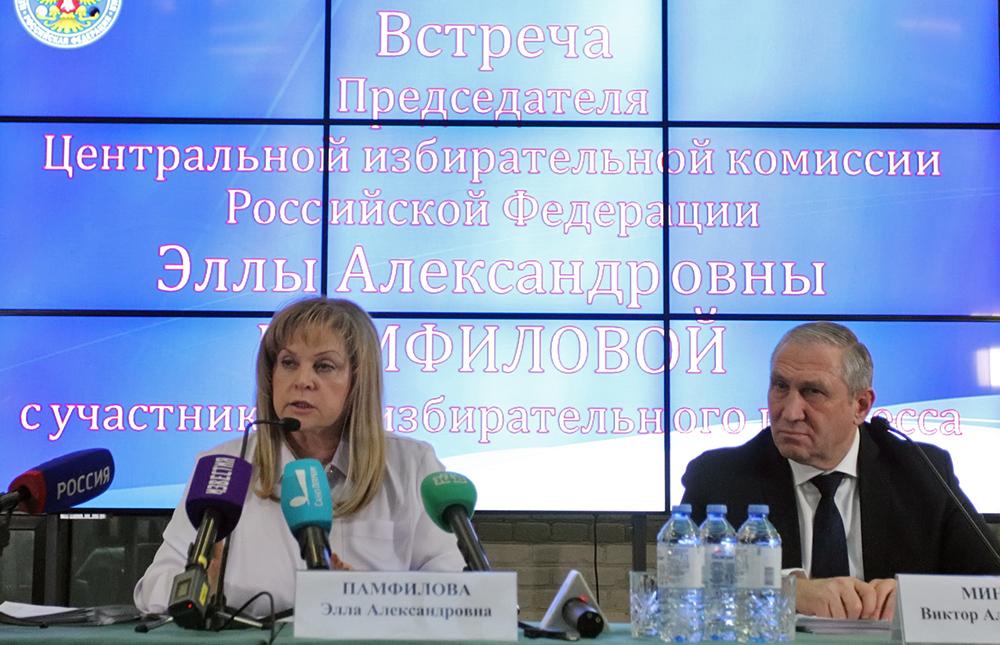 фото ЗакС политика Члены Партии роста инициировали сбор подписей за отмену итогов выборов во Фрунзенском районе