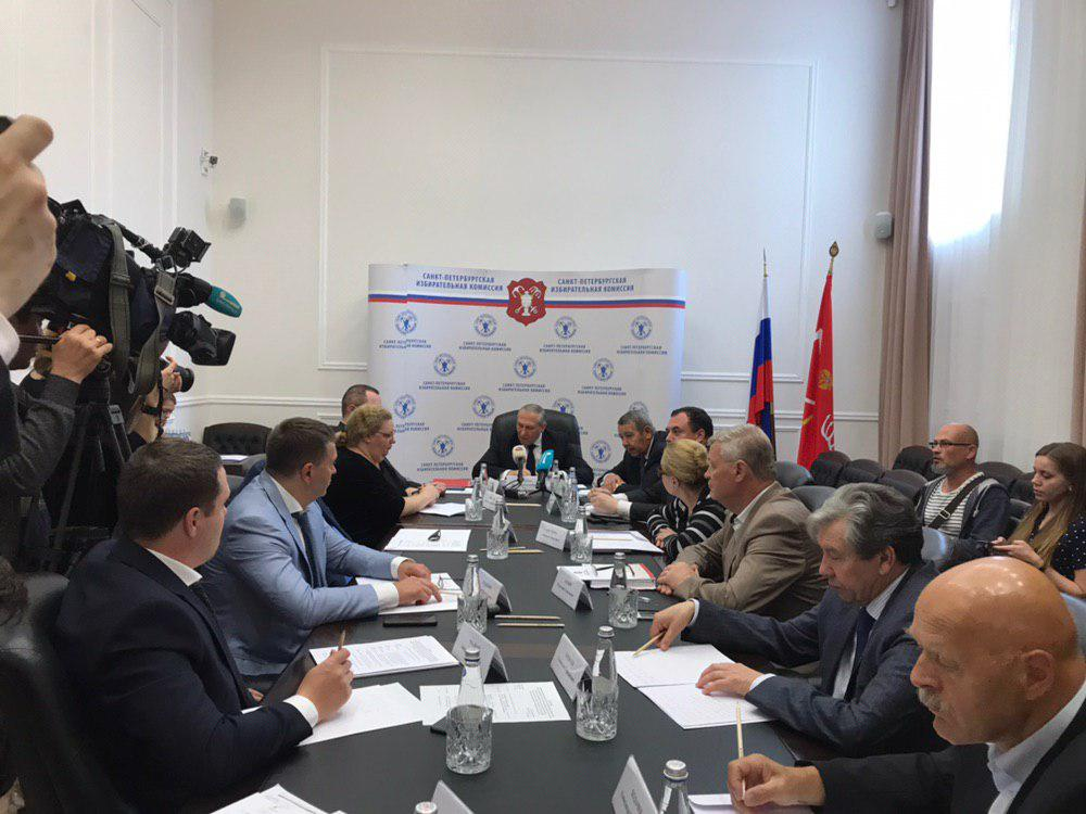 фото ЗакС политика Заявление на надомное голосование подали около 100 тысяч петербуржцев