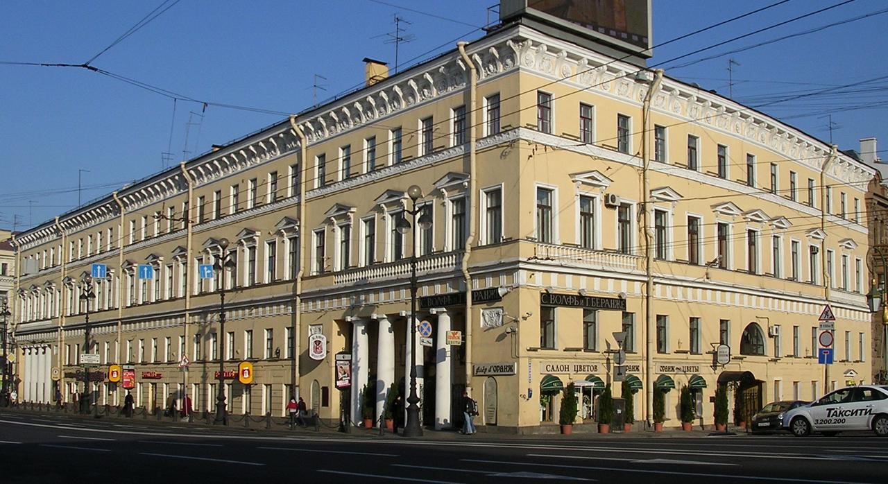 фото ЗакС политика Администрацию МО Дворцовый округ оштрафовали за укладку плитки в дворе дома Котомина
