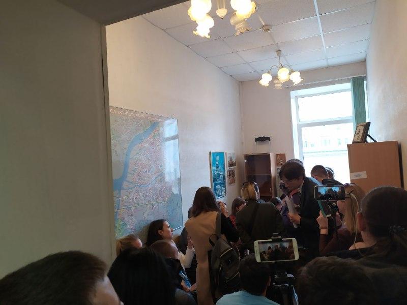 """фото ЗакС политика Заседание ИКМО """"Екатерингофский"""" прервалось на беседу с полицией"""