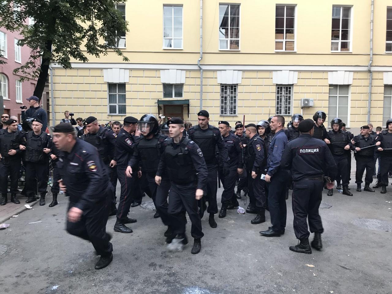 фото ЗакС политика Кандидаты в депутаты Мосгордумы Яшин и Соболь задержаны полицией