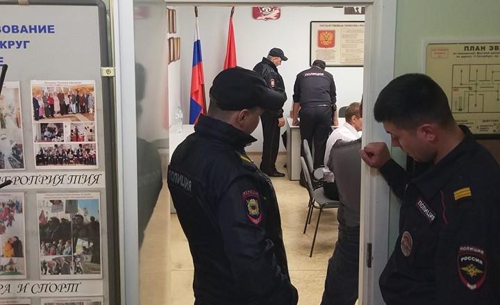 фото ЗакС политика «У нас демократия!»: ИКМО «Гагаринское» не зарегистрировала оппозиционных кандидатов