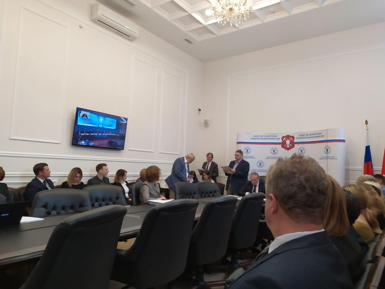 фото ЗакС политика Горизбирком утвердил распределение эфирного времени между кандидатами в губернаторы