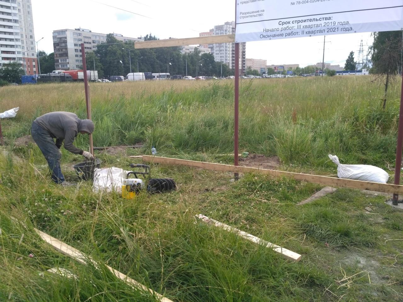 """фото ЗакС политика Защитники Муринского парка сообщили о готовности """"Анна Нова"""" начать вырубку деревьев"""