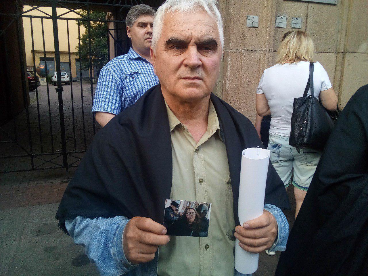 фото ЗакС политика Акция памяти жертв гомофобии началась в центре Петербурга