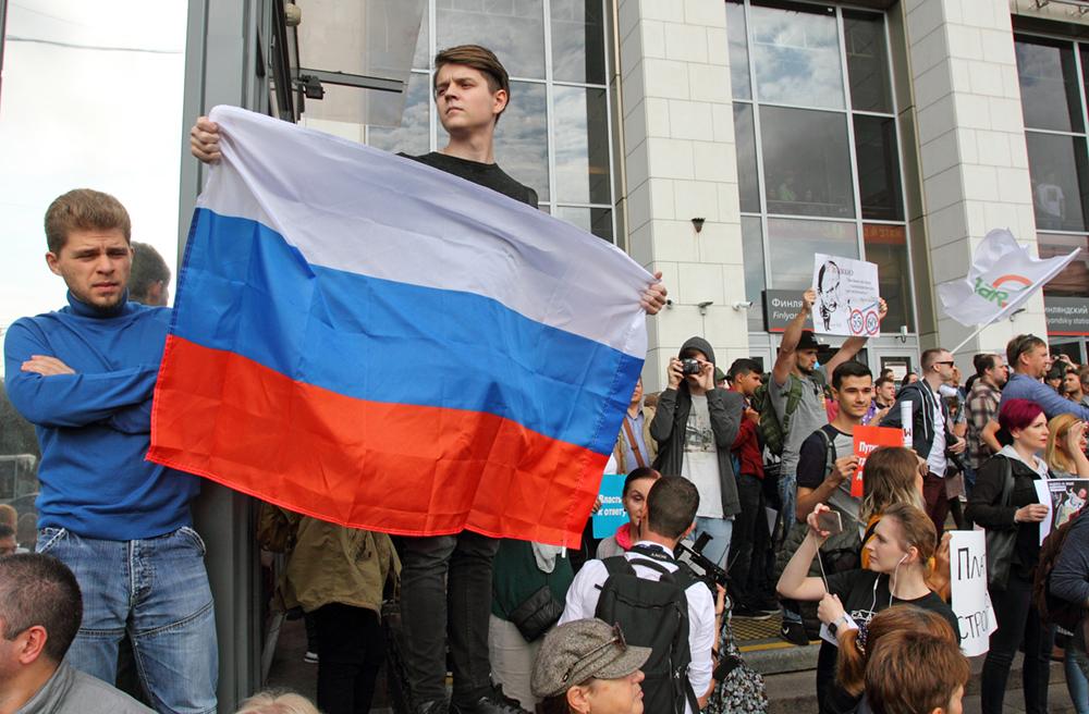 фото ЗакС политика Смольный согласовал митинг, на котором потребуют переноса муниципальных и губернаторских выборов