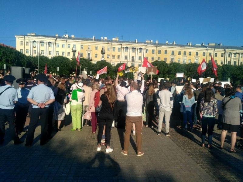 """фото ЗакС политика """"Долой шелупонь!"""": На площади Ленина начался экомитинг против строительства свалки в Шиесе"""