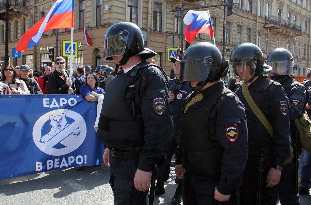 фото ЗакС политика На задержанного во время Первомая петербургского фотографа составили протокол
