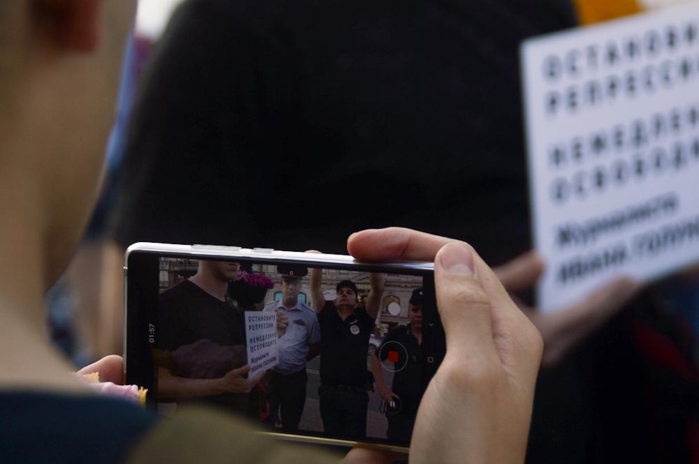фото ЗакС политика СМИ: На задержавших Голунова полицейских завели уголовное дело о превышении полномочий