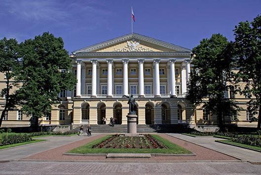 фото ЗакС политика Восемь кандидатов в губернаторы Петербурга сдали подписи муниципальных депутатов