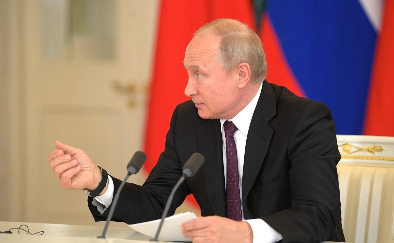 """фото ЗакС политика Путин обратил внимание на """"демографическую ловушку"""" в России"""