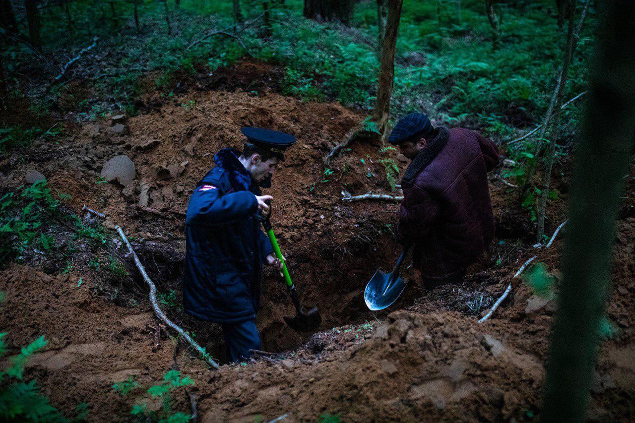 """фото ЗакС политика Координатора """"Весны"""" задержали из-за акции с рытьем могилы"""
