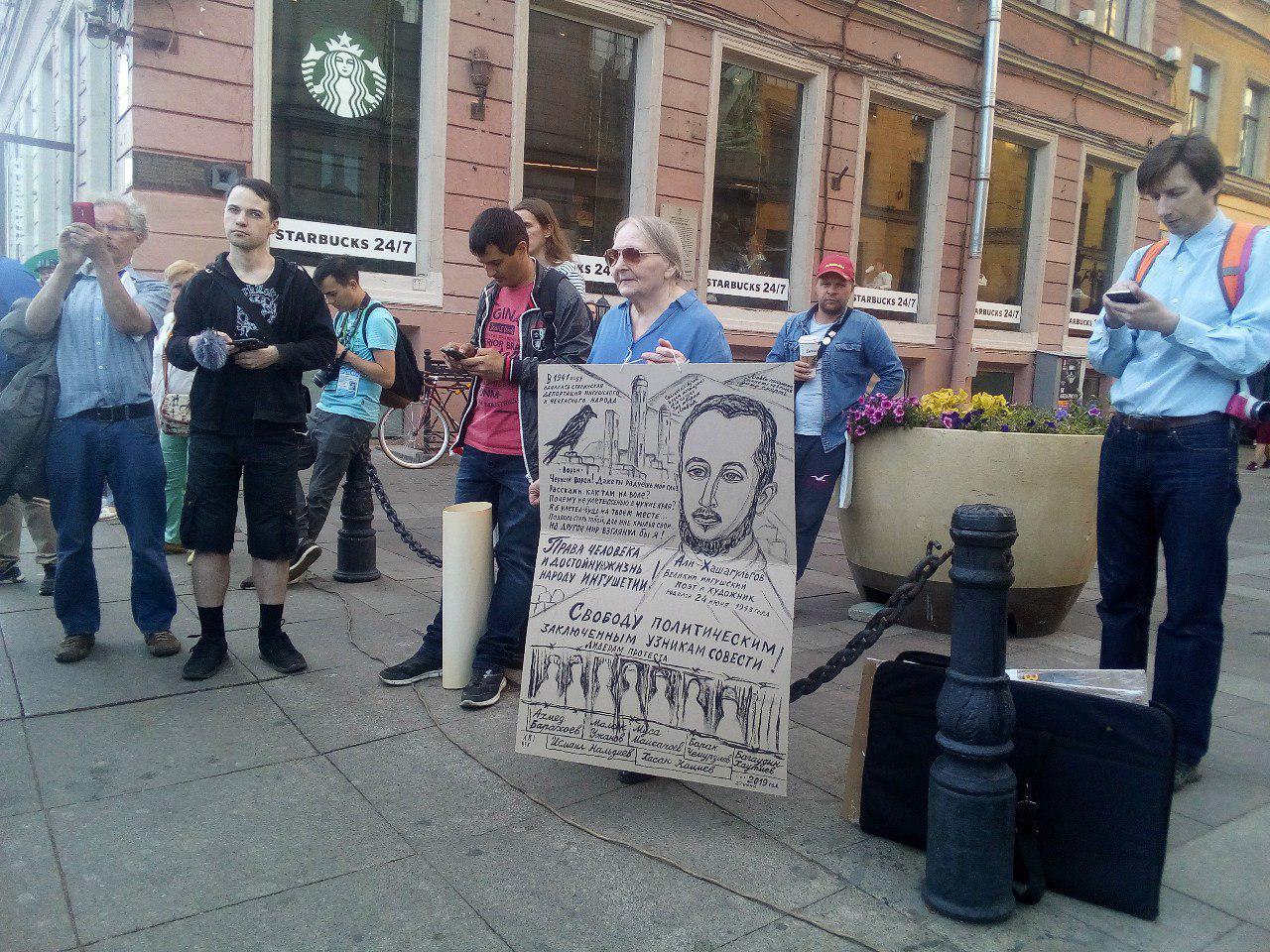 фото ЗакС политика Пикеты в поддержку политзаключенных продолжились на Малой Садовой улице