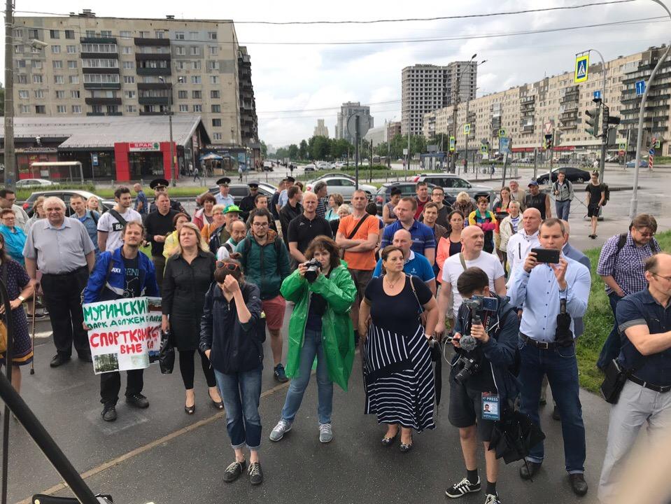 фото ЗакС политика Жители Калининского района с восьмого раза смогли провести митинг за Муринский парк